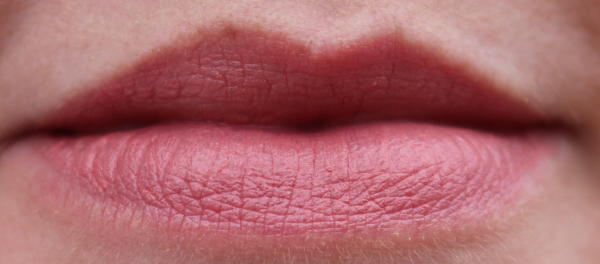 Twist-up matt lips